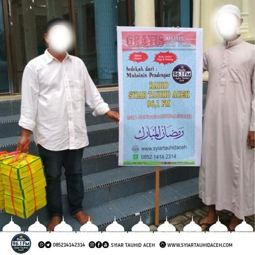 Proses Penyaluran Iftar Infaq Pendengar Radio Syiar Tauhid Aceh 96,1 FM Ramadhan 1439 H/ 2018 M di Salah-satu Mesjid di Banda Aceh/ Aceh Besar