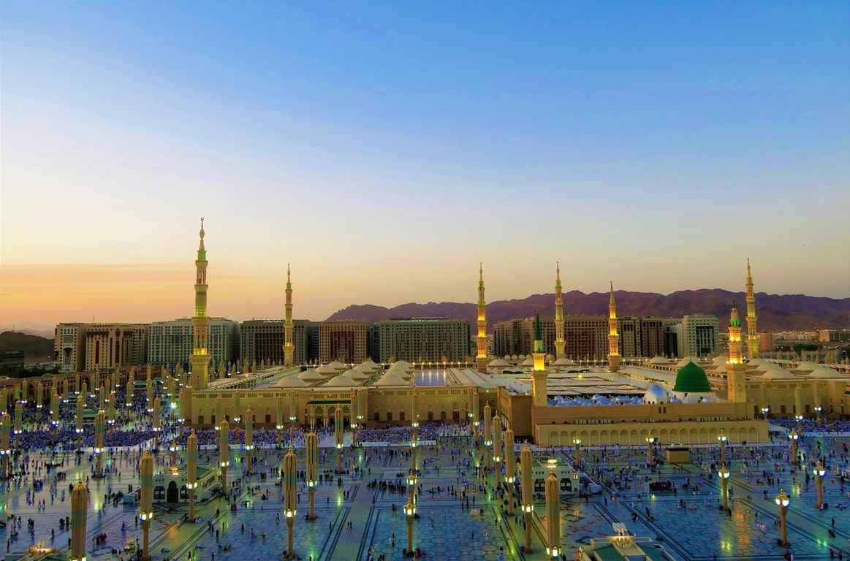 Allah subhanahu wa ta'ala menyebutkan bagaimana cara mencintai Rasulullah shallallahu alaihi wa sallam dengan benar. Allah mengatakan,