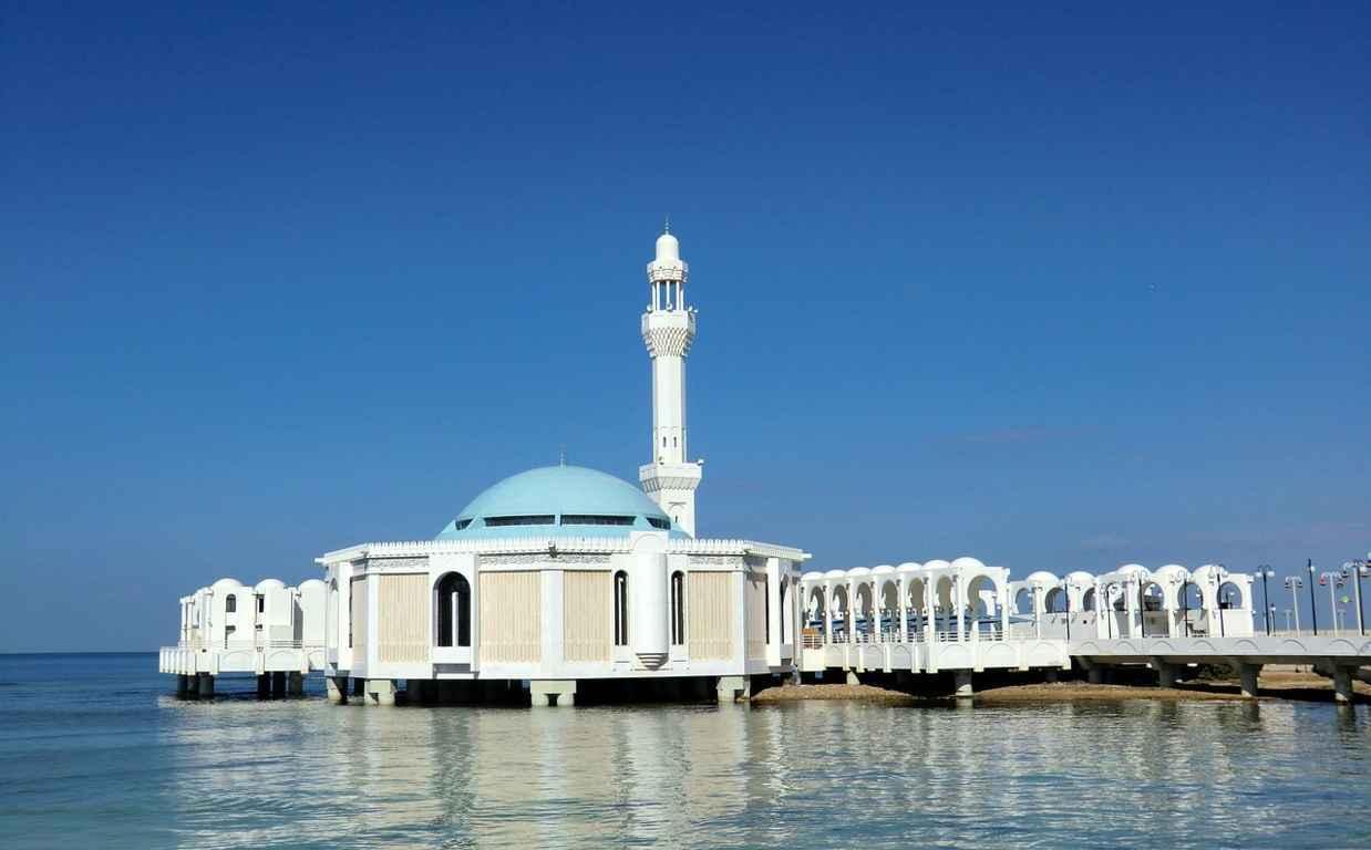Hukum Meninggalkan Shalat Berjamaah Karena Pekerjaan Kajian ini disampaikan oleh Ustadz Harits Abu Naufal Lokasi: Studio Radio Syiar Tauhid Aceh, Merduati, Banda Aceh.