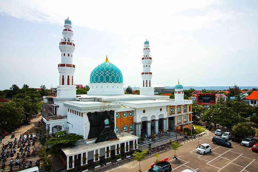 Mau tahu apa pendapat masyarakat kota Banda Aceh tentang hukum Shalat berjamaah bagi pria? Mari kita simak melalui video berikut. Baarakallahufiykum.