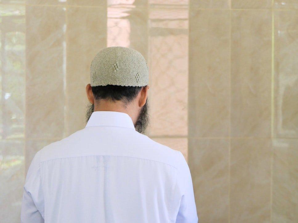 """(Ketahuilah bahwa) amalan yang paling dicintai oleh Allah adalah amalan yang kontinu walaupun sedikit."" (HR. Muslim no. 782)"