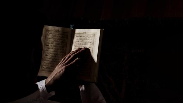 """""""Kami (ahlussunnah) berputar bersama Sunnah ke mana pun ia berputar."""" (Syarh Ushul I'tiqod Ahl al-Sunnah kar. al-Lalika'i 1/64 no. 47)"""