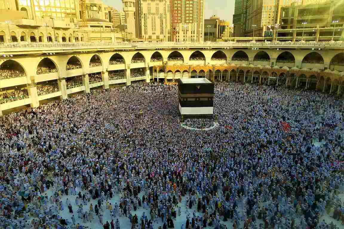 """Dari Jubair bin Nufair, ia berkata bahwa jika para sahabat Rasulullah ﷺ berjumpa dengan hari 'ied (Idul Fithri atau Idul Adha, pen), satu sama lain saling mengucapkan, """"Taqobbalallahu minna wa minka"""